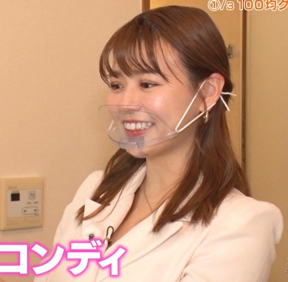 井口綾子 芸人の自宅で寝て太もも大サービスキャプ・エロ画像4