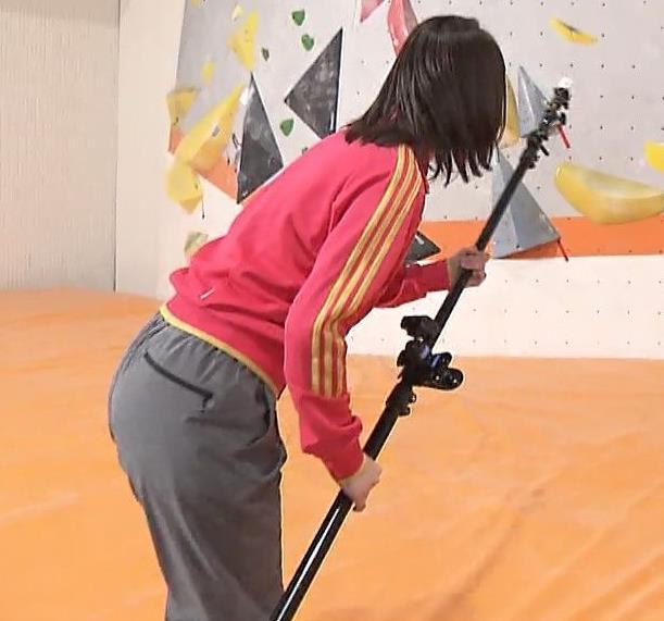 井上清華アナ クライミングでのお尻画像キャプ・エロ画像3