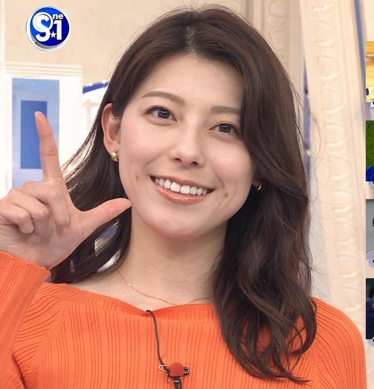 上村彩子アナ スカートのスリットからチラ見え▼ゾーンキャプ・エロ画像2