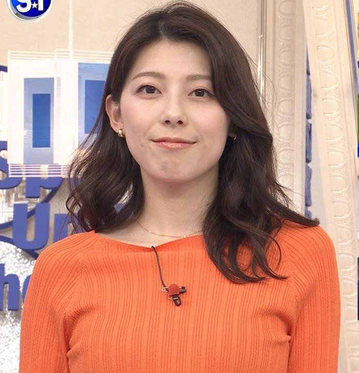 上村彩子アナ スカートのスリットからチラ見え▼ゾーンキャプ・エロ画像3