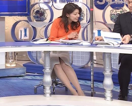 上村彩子アナ スカートのスリットからチラ見え▼ゾーンキャプ・エロ画像5