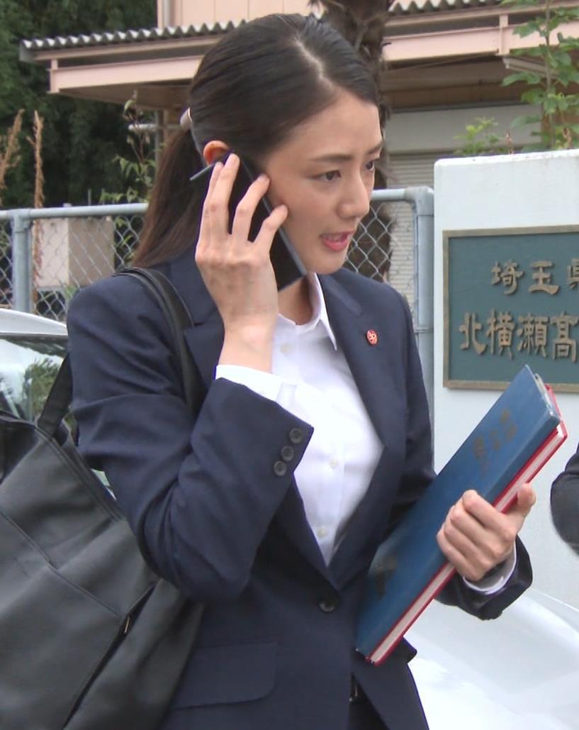 片山萌美 刑事ドラマのスーツ姿キャプ・エロ画像11