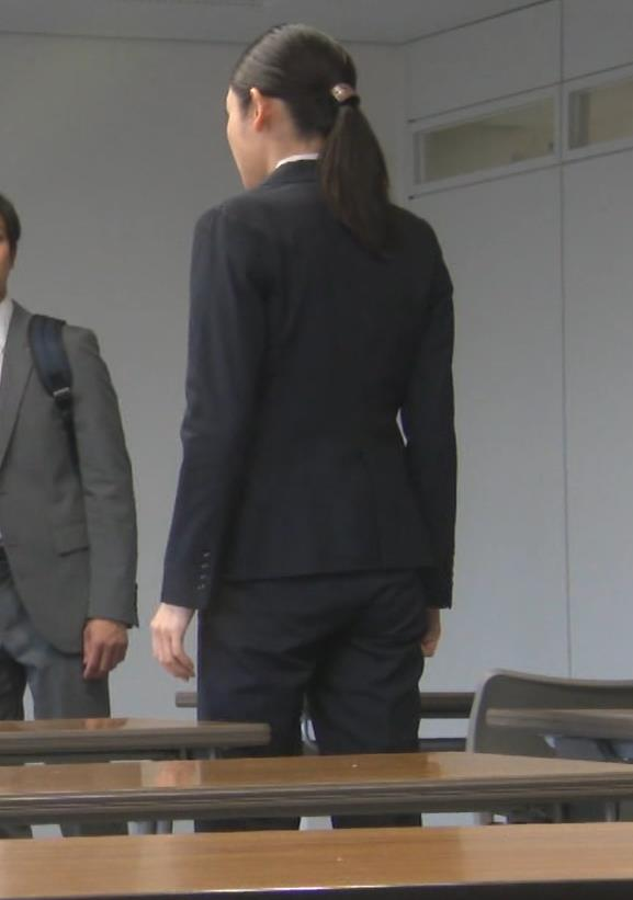 片山萌美 刑事ドラマのスーツ姿キャプ・エロ画像12