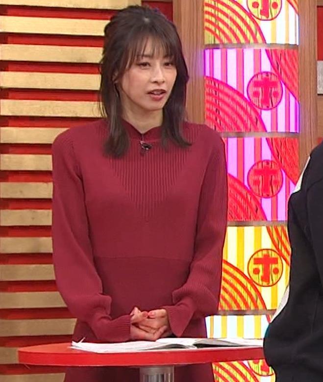 加藤綾子 ワインレッドのニットキャプ・エロ画像
