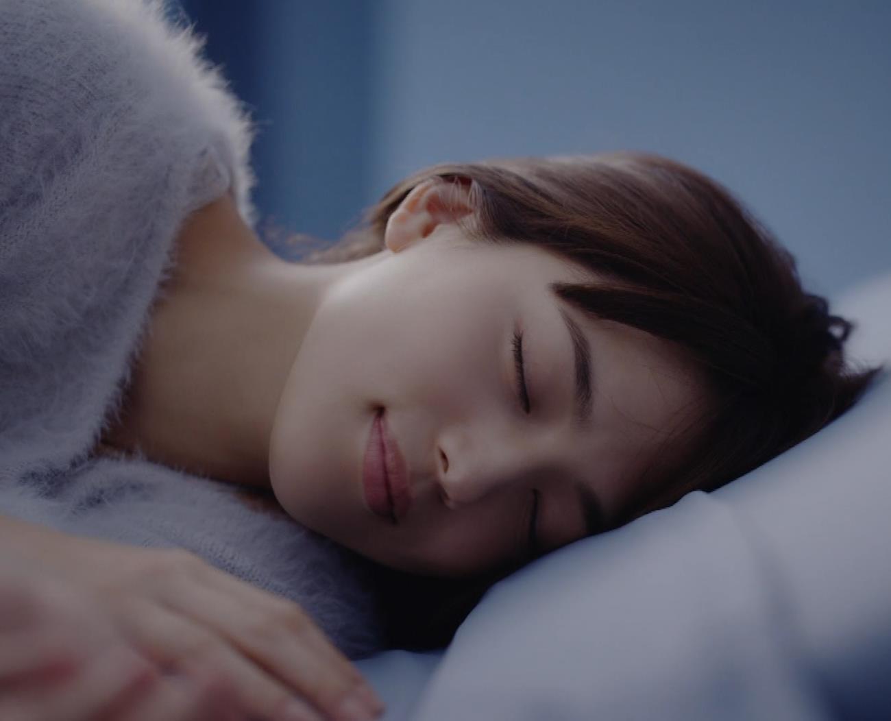 川口春奈 太ももがエロ過ぎCMキャプ・エロ画像10
