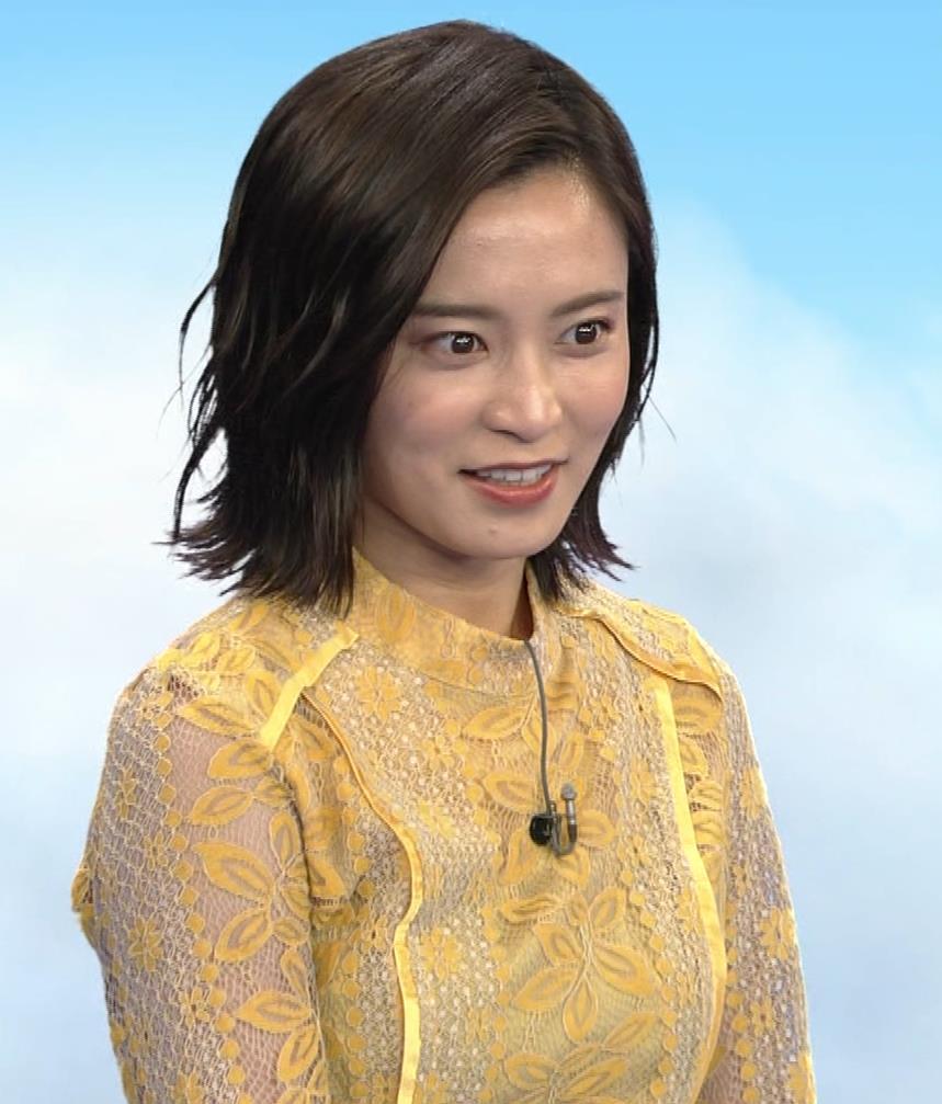 小島瑠璃子 ちょっとエッチな衣装キャプ・エロ画像2