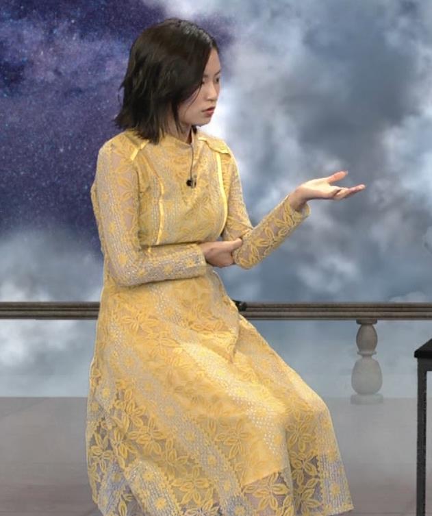 小島瑠璃子 ちょっとエッチな衣装キャプ・エロ画像9