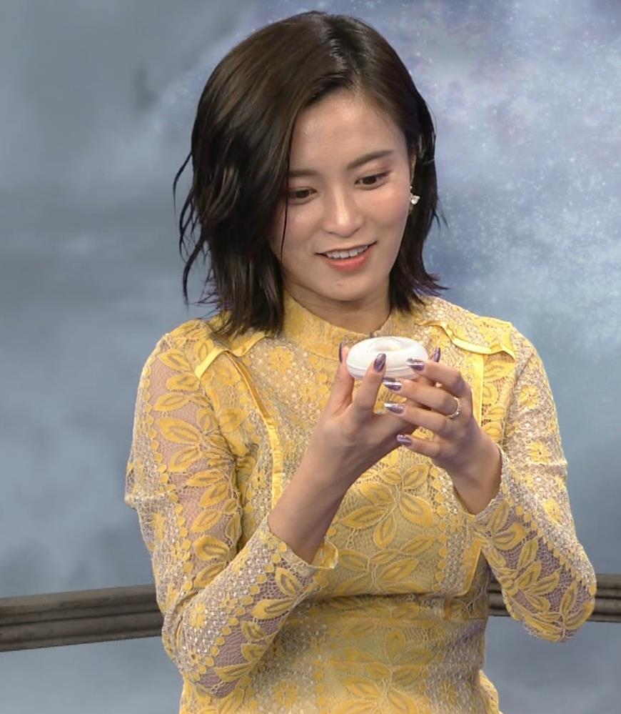 小島瑠璃子 ちょっとエッチな衣装キャプ・エロ画像10