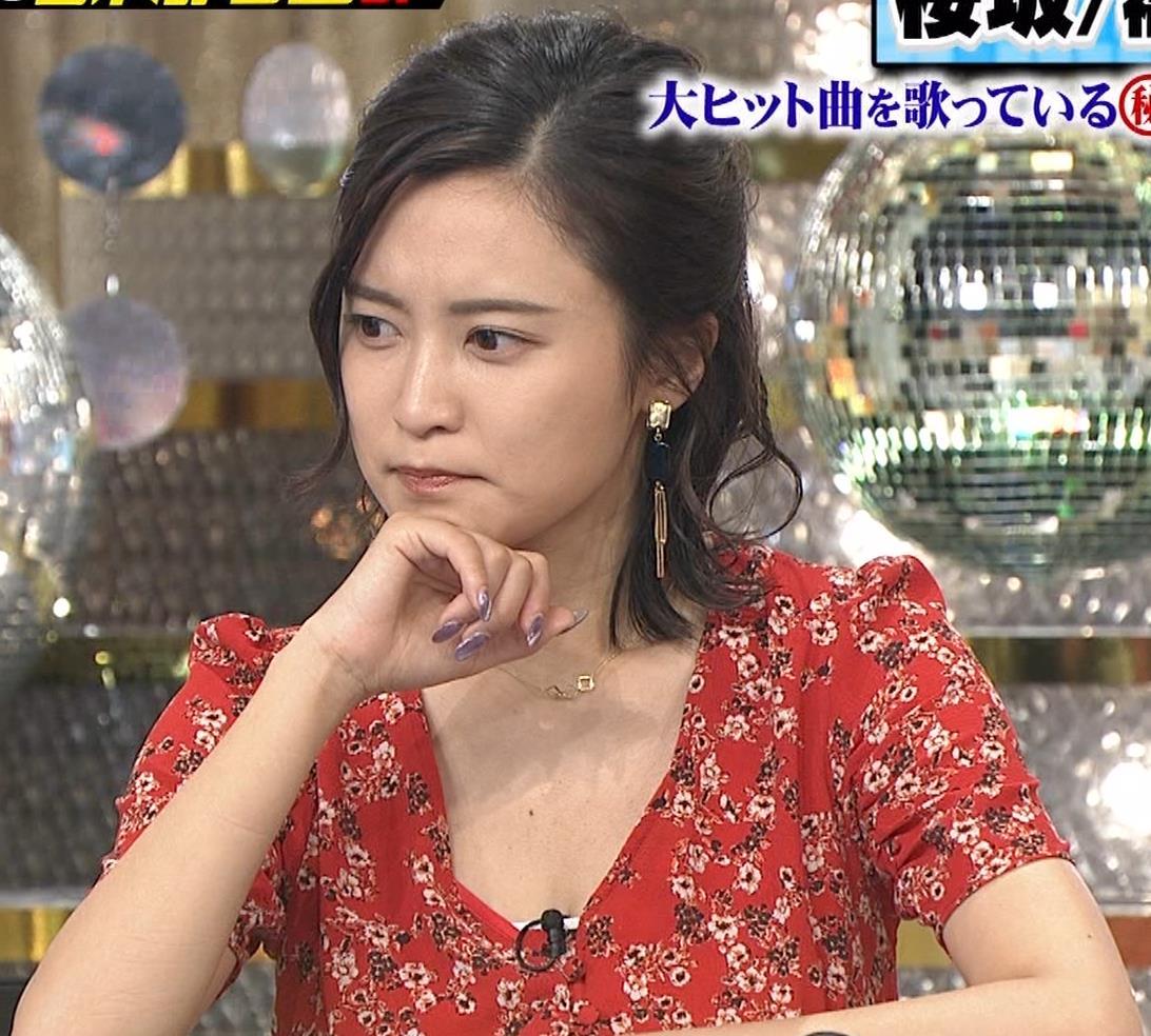 小島瑠璃子 胸元露出エロキャプ・エロ画像8