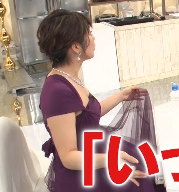 アナ セクシードレスの横乳の谷間キャプ・エロ画像7