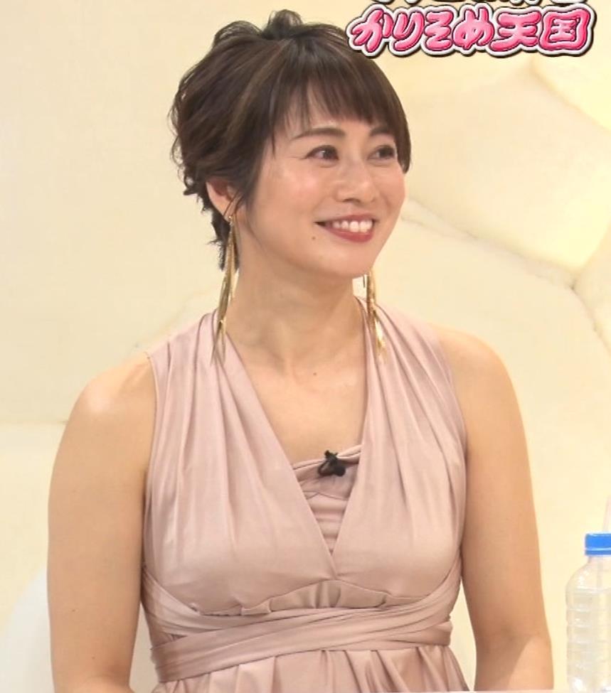 久保田直子アナ セクシードレスの横乳キャプ・エロ画像