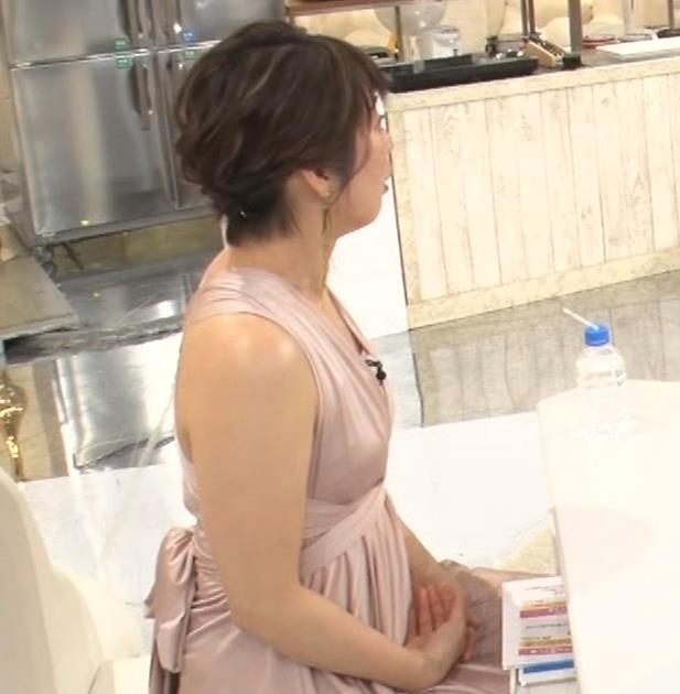 久保田直子アナ セクシードレスの横乳キャプ・エロ画像3