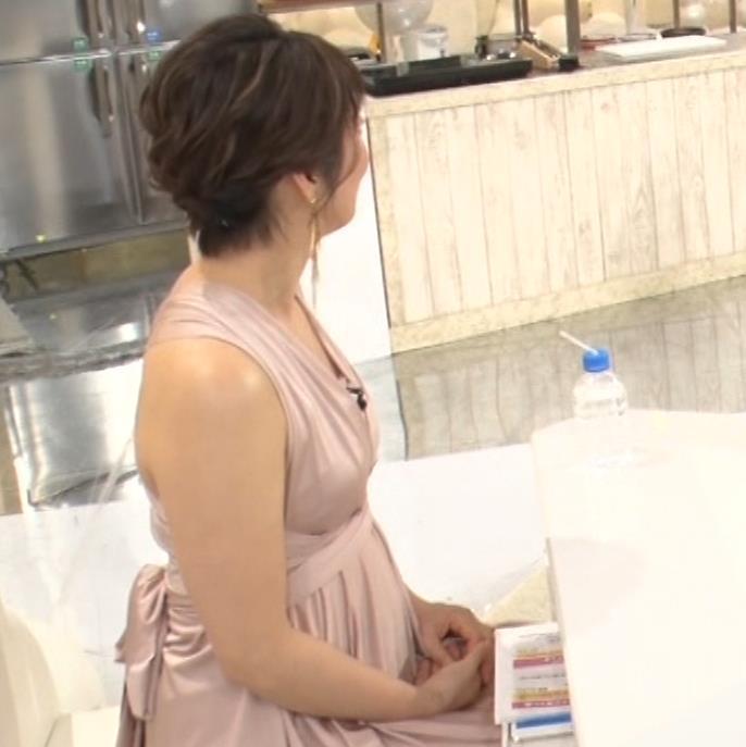 久保田直子アナ セクシードレスの横乳キャプ・エロ画像8