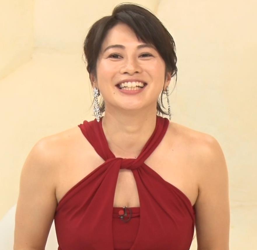 久保田直子アナ 露出度の高いインフィニットドレスキャプ・エロ画像