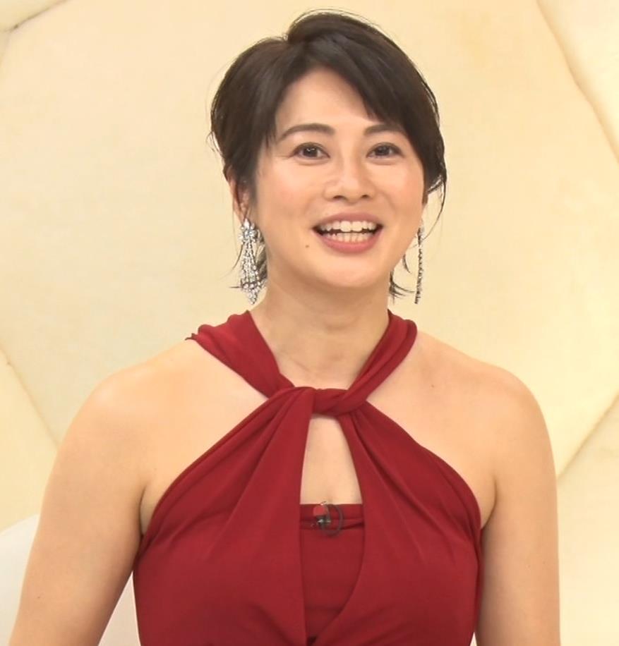 久保田直子アナ 露出度の高いインフィニットドレスキャプ・エロ画像2