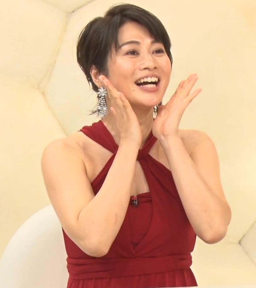 久保田直子アナ 露出度の高いインフィニットドレスキャプ・エロ画像15