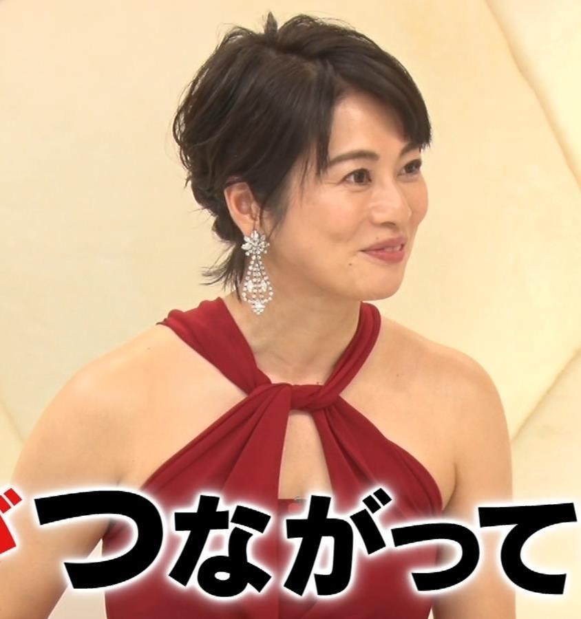久保田直子アナ 露出度の高いインフィニットドレスキャプ・エロ画像3
