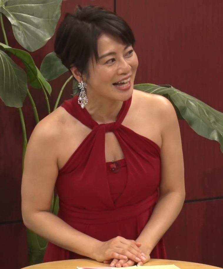 久保田直子アナ 露出度の高いインフィニットドレスキャプ・エロ画像4