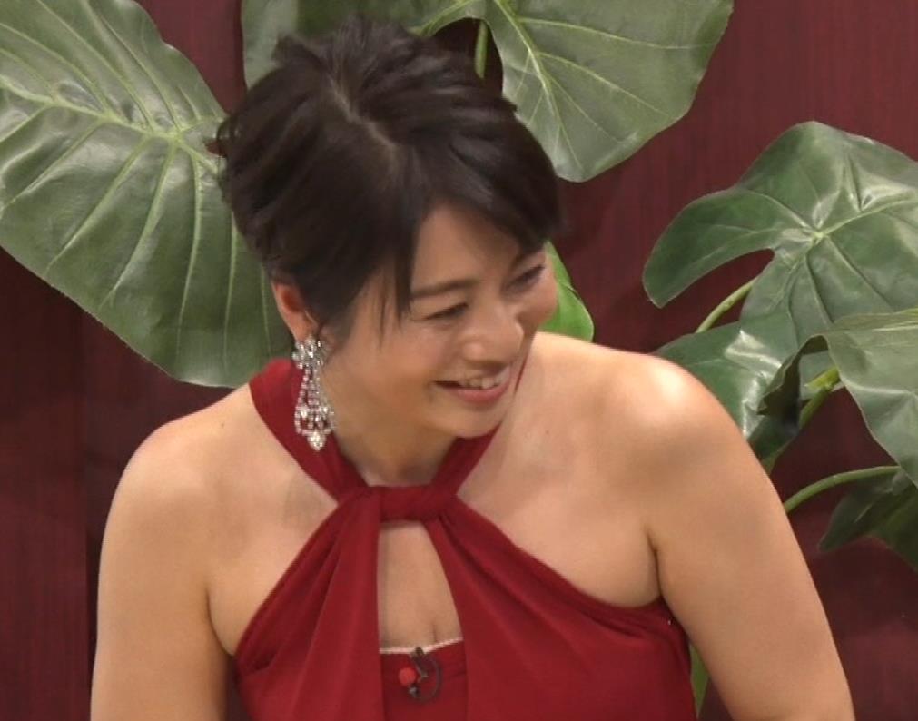 久保田直子アナ 露出度の高いインフィニットドレスキャプ・エロ画像8