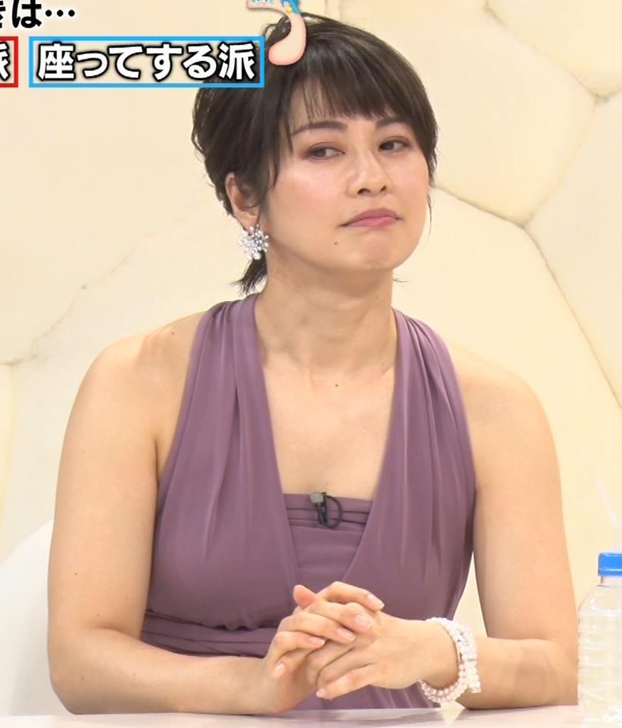 アナ セクシーなドレスの横乳キャプ・エロ画像