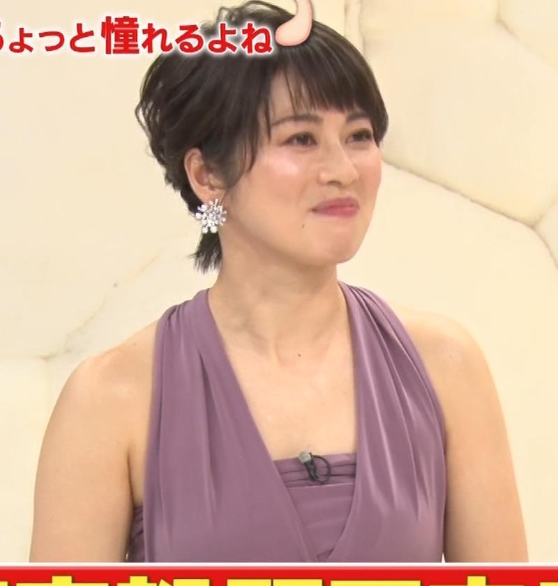 アナ セクシーなドレスの横乳キャプ・エロ画像6