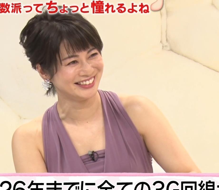 アナ セクシーなドレスの横乳キャプ・エロ画像8