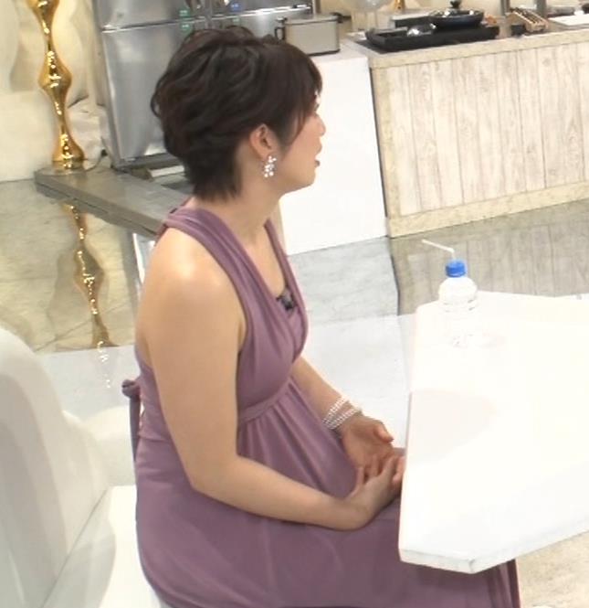 アナ セクシーなドレスの横乳キャプ・エロ画像9