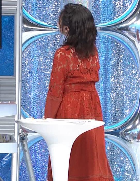 黒木千晶アナ キャミ透け衣装キャプ・エロ画像2