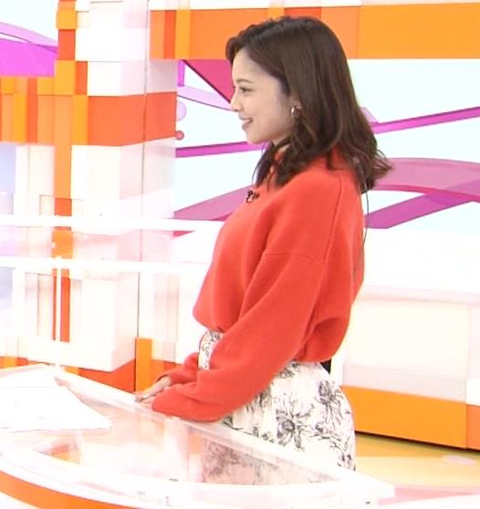 久慈暁子アナ 横乳、デカくなってる?キャプ・エロ画像5