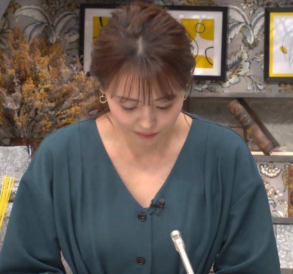 宮澤智アナ Vネックで開いた胸元キャプ・エロ画像