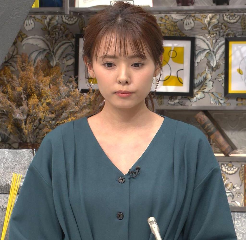 宮澤智アナ Vネックで開いた胸元キャプ・エロ画像2