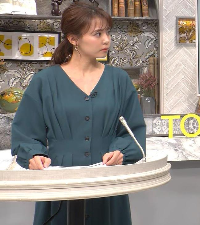 宮澤智アナ Vネックで開いた胸元キャプ・エロ画像3