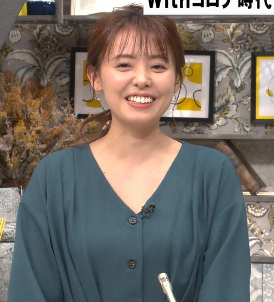宮澤智アナ Vネックで開いた胸元キャプ・エロ画像4