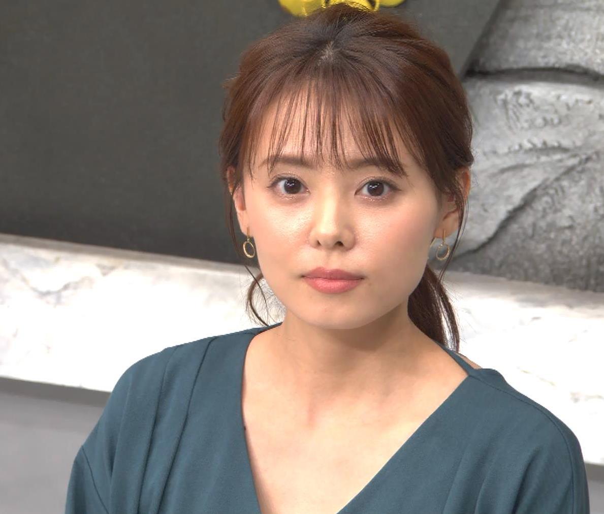宮澤智アナ Vネックで開いた胸元キャプ・エロ画像5