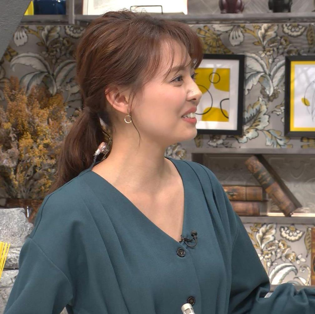 宮澤智アナ Vネックで開いた胸元キャプ・エロ画像6