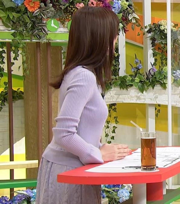 森香澄アナ クッキリ横乳キャプ・エロ画像3
