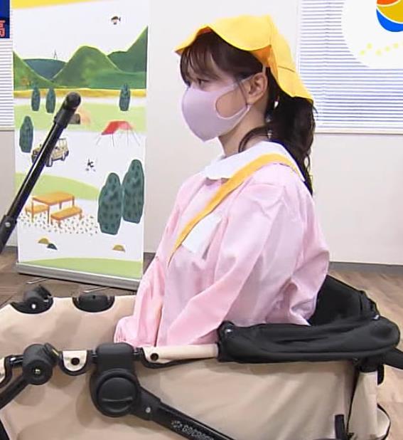 森香澄アナ 前かがみ胸チラキャプ・エロ画像12