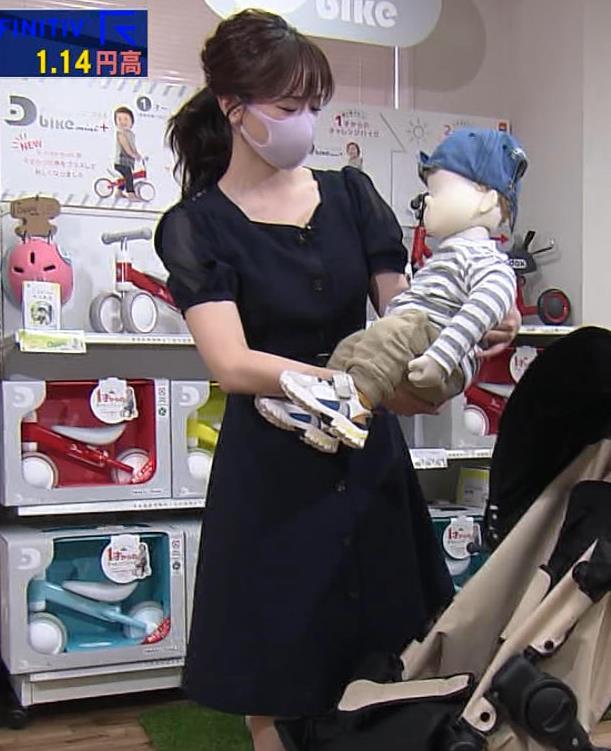 森香澄アナ 前かがみ胸チラキャプ・エロ画像5