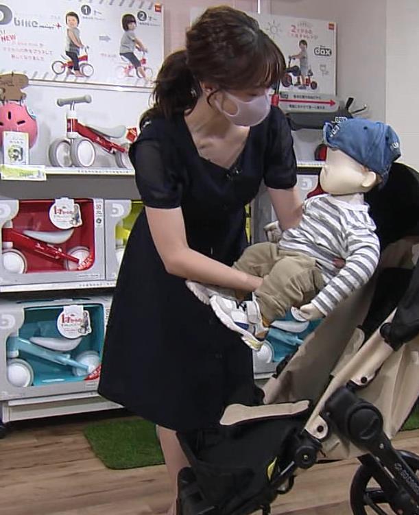 森香澄アナ 前かがみ胸チラキャプ・エロ画像6