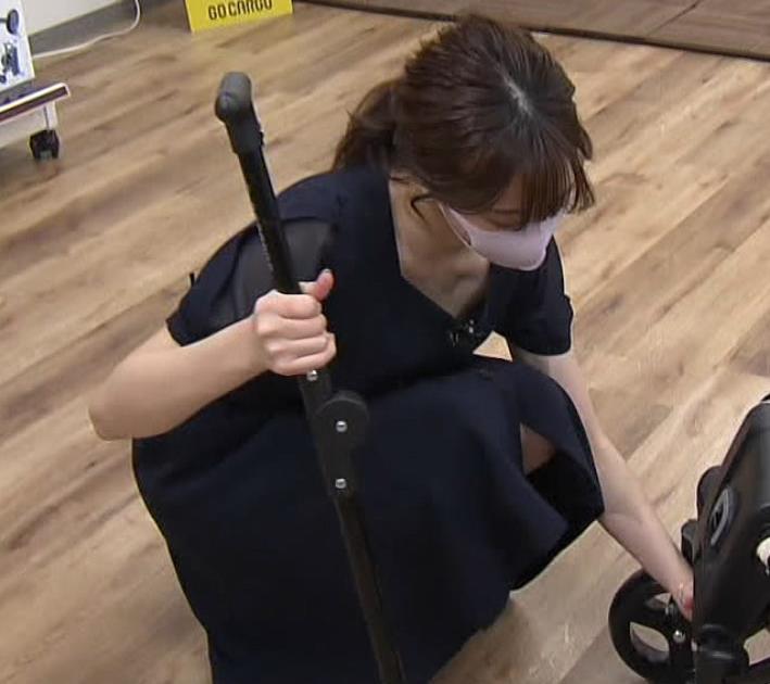 森香澄アナ 前かがみ胸チラキャプ・エロ画像9