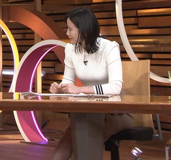 森川夕貴アナ おっぱい&机の下の脚キャプ・エロ画像2