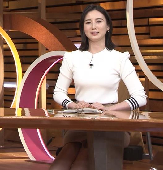森川夕貴アナ おっぱい&机の下の脚キャプ・エロ画像9