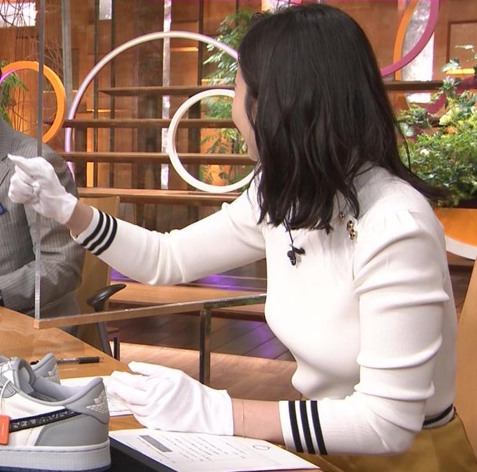 森川夕貴アナ エッチな横乳のアップキャプ・エロ画像6