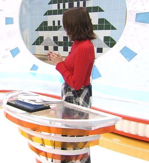 永島優美アナ ニット横乳キャプ・エロ画像3
