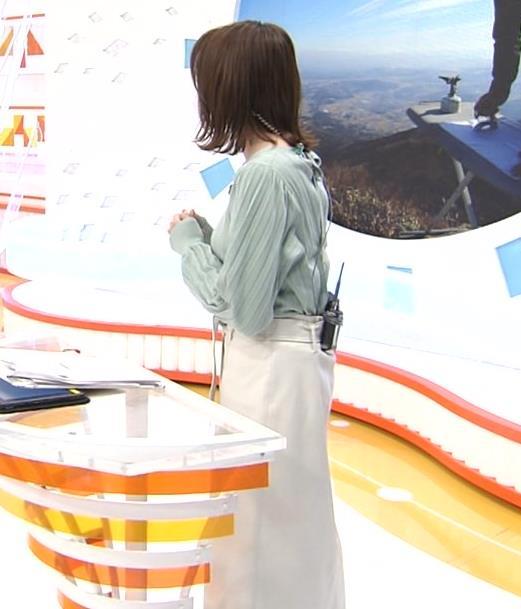 永島優美アナ 胸を張ったところキャプ・エロ画像