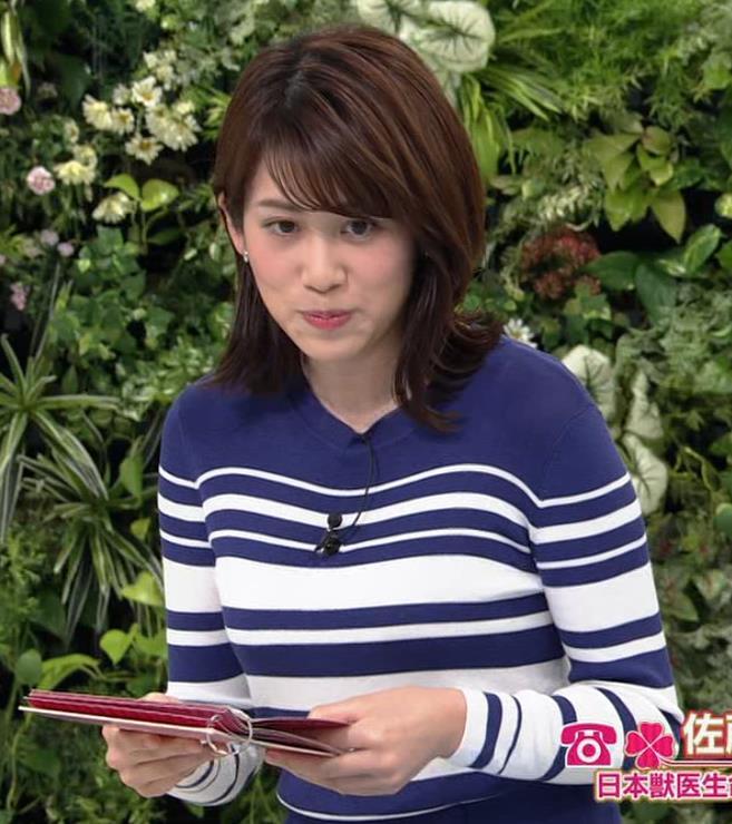中川安奈アナ タイトなスカートのお尻キャプ・エロ画像2