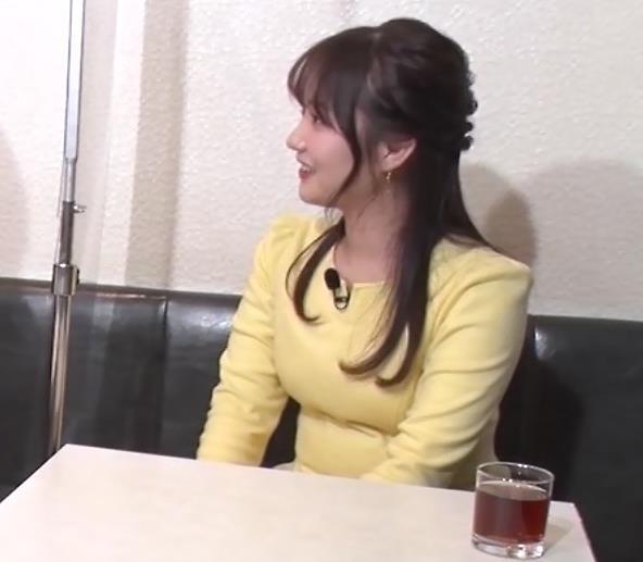 野村彩也子アナ おっぱいが際立つ衣装キャプ・エロ画像4