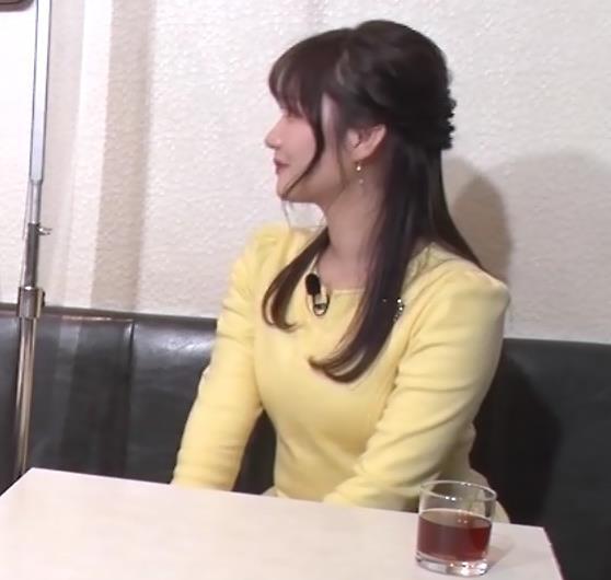 野村彩也子アナ おっぱいが際立つ衣装キャプ・エロ画像9