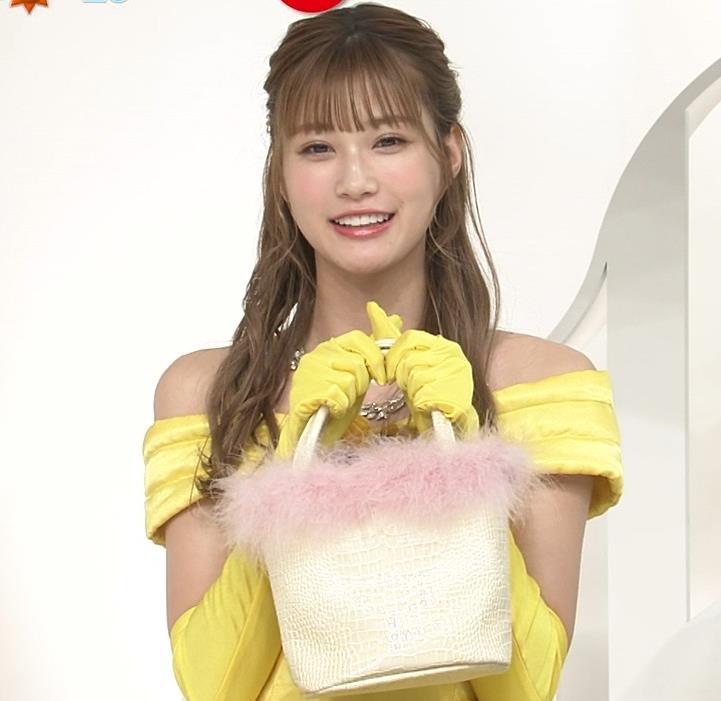 生見愛瑠 肩が露出したドレスキャプ・エロ画像