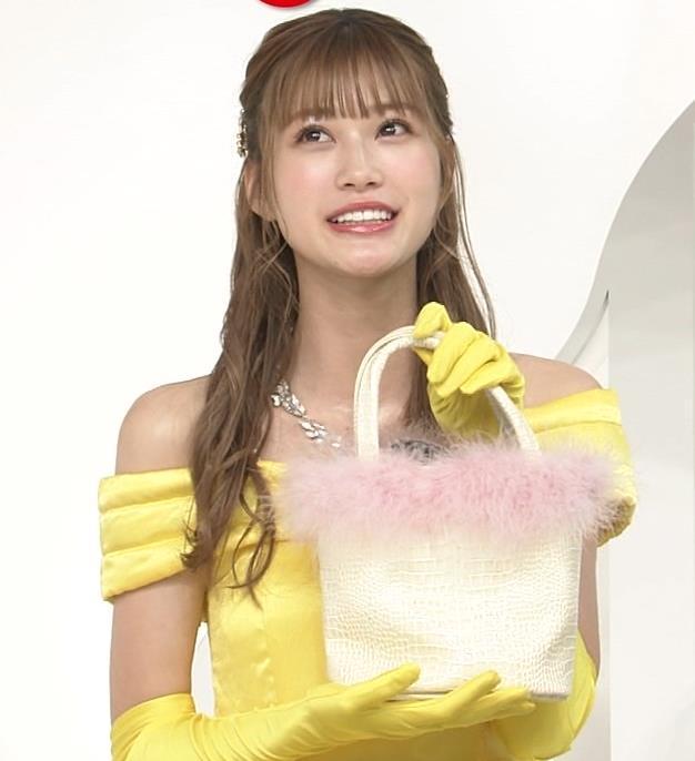 生見愛瑠 肩が露出したドレスキャプ・エロ画像2